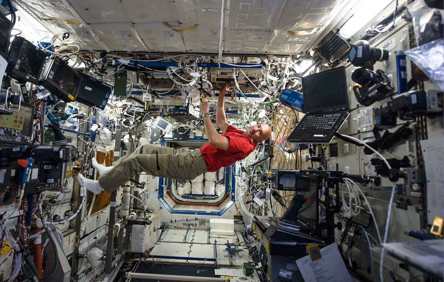 astronaut working in space - photo #8