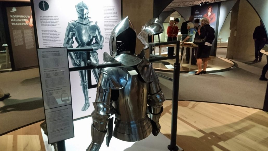 Knights and castles a new look at the middle ages ecsite for Werkbladen ridders en kastelen