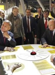 Science centre diplomacy: the president of Tatarstan Rustam Minnikhanov during a visit at Heureka - Photo Anniina Nissinen