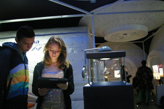 Teenagers at Cité de l'espace engaging with the exhibition via the app. Copyright: Cité de l'espace
