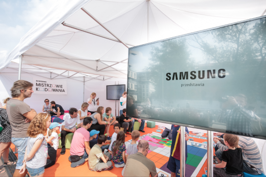 Together with Copernicus, Samsung launched the Coding Master's zone, the first publicly accessible zone where everyone could learn the basics of programming free of charge.