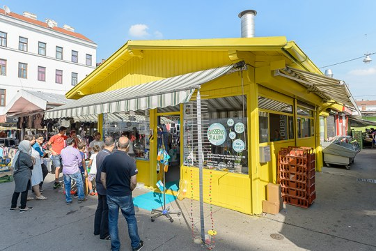 A Knowledgeroom pop-up space in a Viennese market stall © Marko Kovic SCN